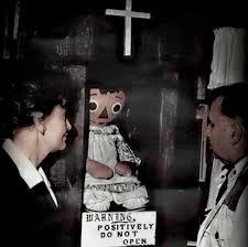 Annabelle nel museo dell'occulto con Ed e Lorraine Warren